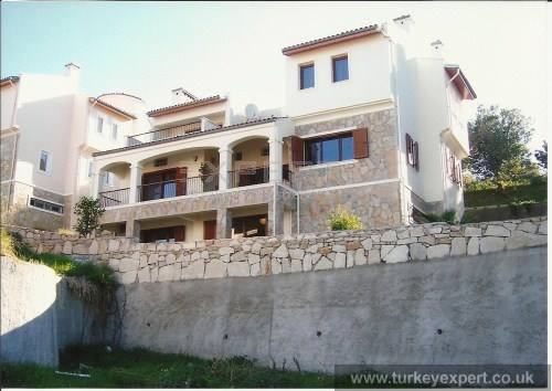 Detached, luxurious seaview villa with private garden, pet friendly