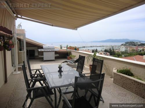 Attractive penthouse apartment overlooking the marina of Kusadasi