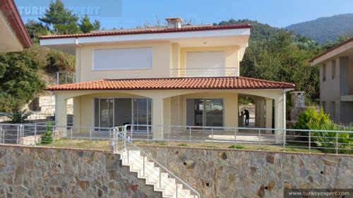Sea view villa with private garden in Kusadasi Guzelcamli near National Park