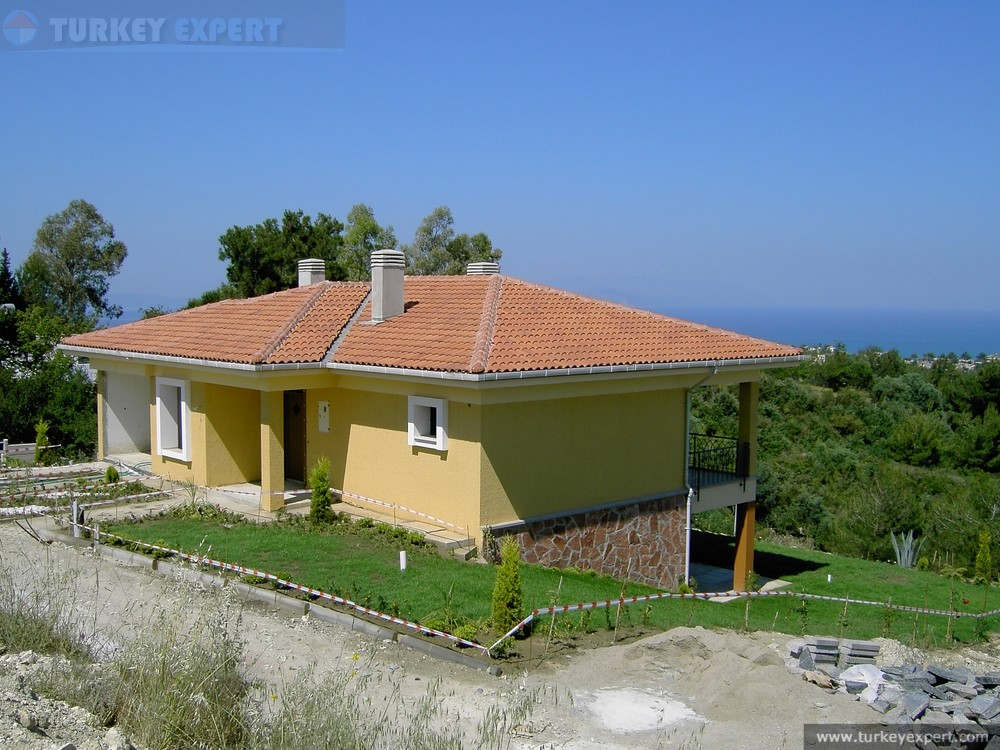 Seaview Bungalow With Large Garden On Small Villa Park In
