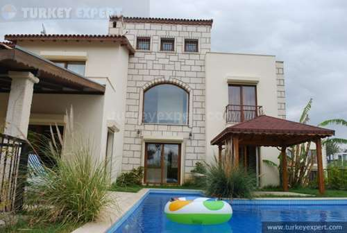 Detached luxury villa with private pool, garden and garage