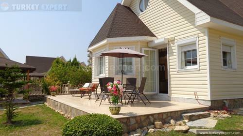 Beautiful town center bungalow with private garden