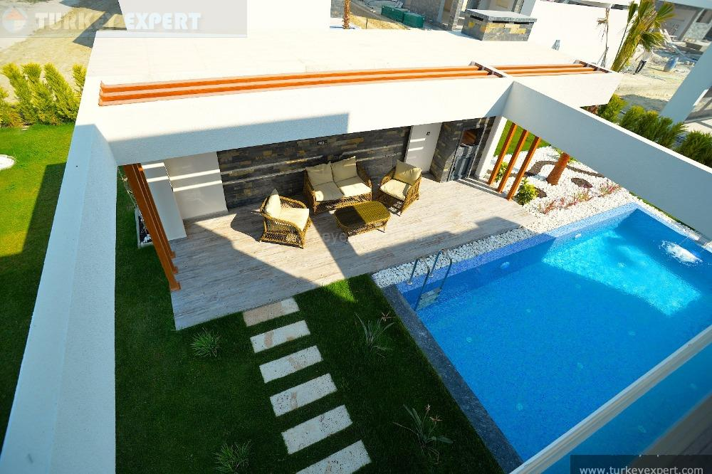 detached villa with private25