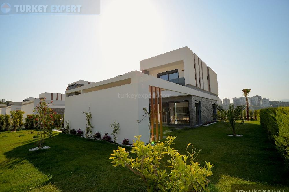 detached villa with private8