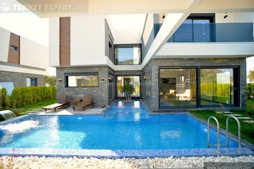 Detached villa with private pool and parking in Kusadasi near Long Beach and shopping mall