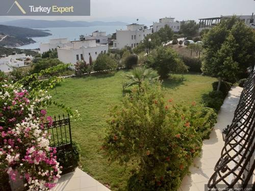 Detached villa with a large garden for sale in Bodrum