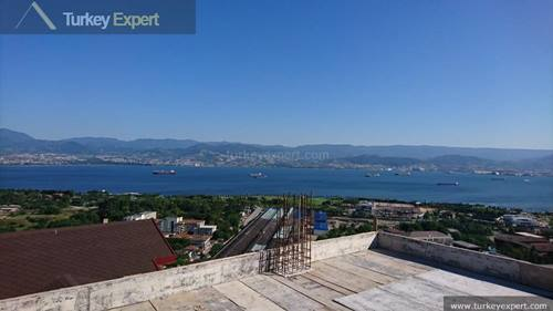 New apartments for sale in Izmit with beautiful sea views, popular location near schools and hospital
