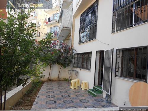 4 bedroom duplex apartment for sale in Izmir in a residential nice neighborhood