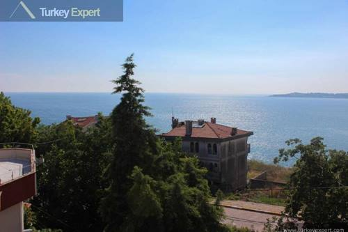 Spacious villa for sale in Istanbul near the sea with sea views