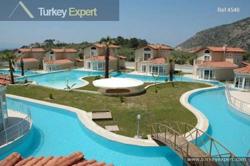 Detached spacious 4-bedroom villa in Kusadasi