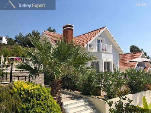 Detached villa in a beautiful green area, on a complex with communal pool in Kusadasi