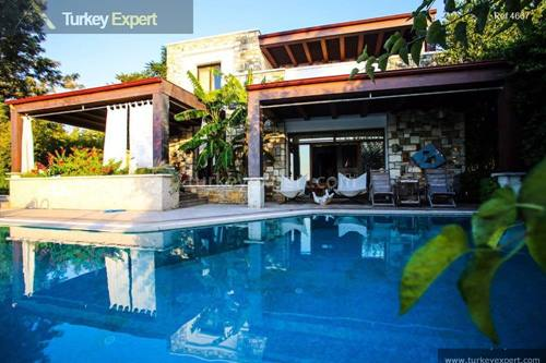 Large 5-bedroom villa only 100 m from the beach in Yalikavak Bodrum