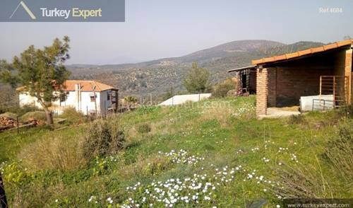40,000 m2 of farm land with main house, caretaker house and other buildings
