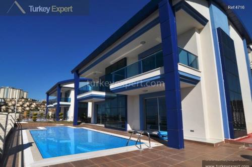 Spacious villa with private pool and sea views in Alanya