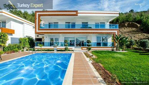 Spacious villa with private pool in Alanya on a site with shuttle to the beach