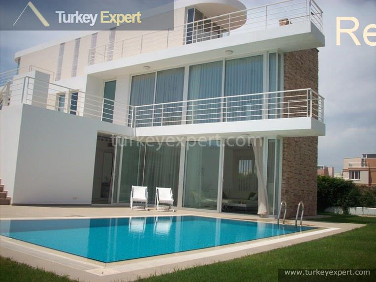 1detached villas with private pools9
