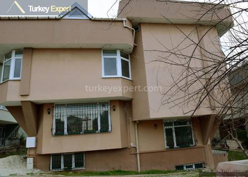 Spacious detached sea view villa with 7 bedrooms for sale in Istanbul Büyükçekmece