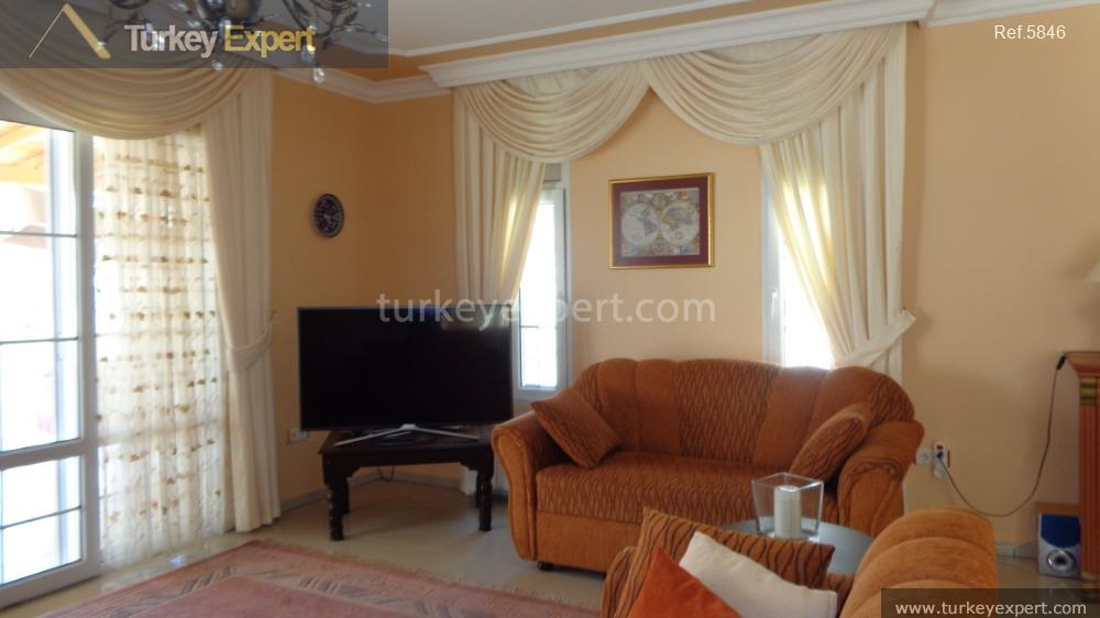 detached villa for sale in17