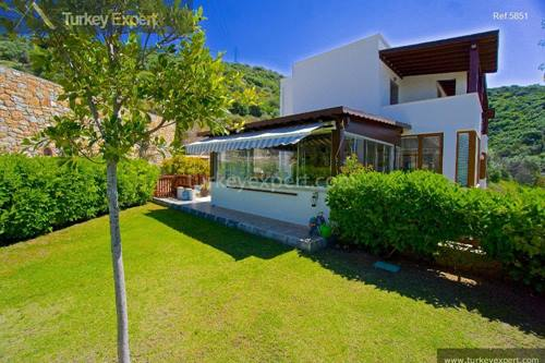 Detached sea view villa with garden in Bodrum Centrum