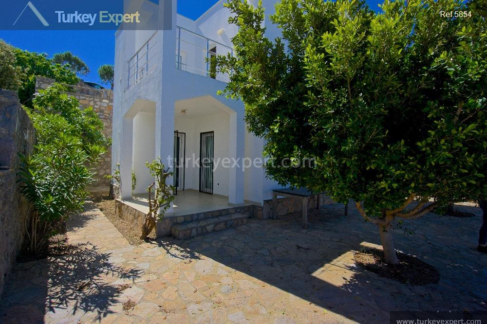 detached villa with garden and18