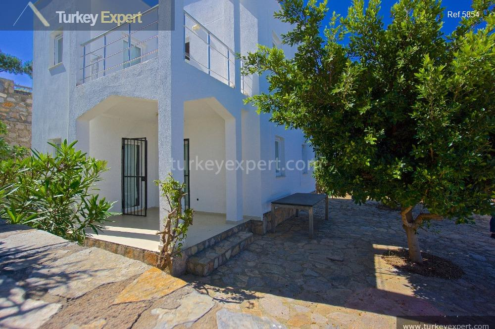 detached villa with garden and20