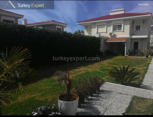 Villa for sale in Izmir, Cesme Alacati with a spacious garden and an additional small apartment