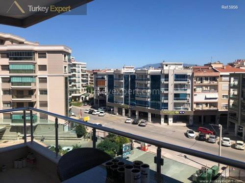 Karsiyaka Yali district apartment for sale with 3 bedrooms and private parking, Izmir