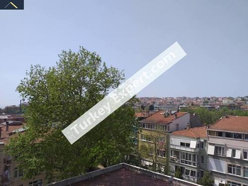 Opportunity flat near Fenerbahce Stadium in Kiziltoprak, suitable for Airbnb investment