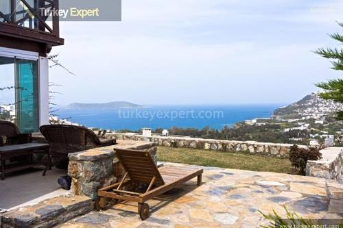 Detached villa with sea views and private garden in Bodrum