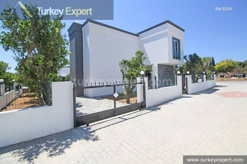 Independent villa with a nice garden, close to the beach for sale in Bodrum Kadikalesi