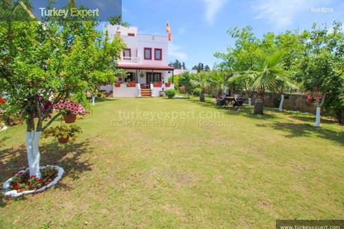 Authentic villa with an nice garden for sale in Bodrum near the beach and shops