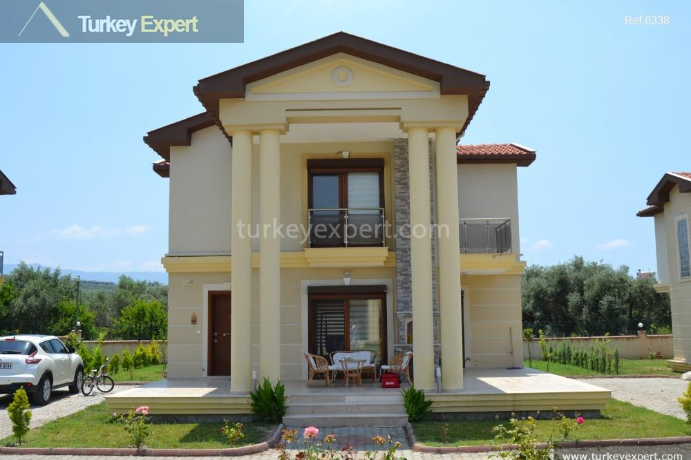 spacious detached villa on villa2