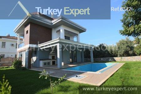1detached villa with private pool3