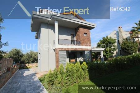 3detached villa with private pool2