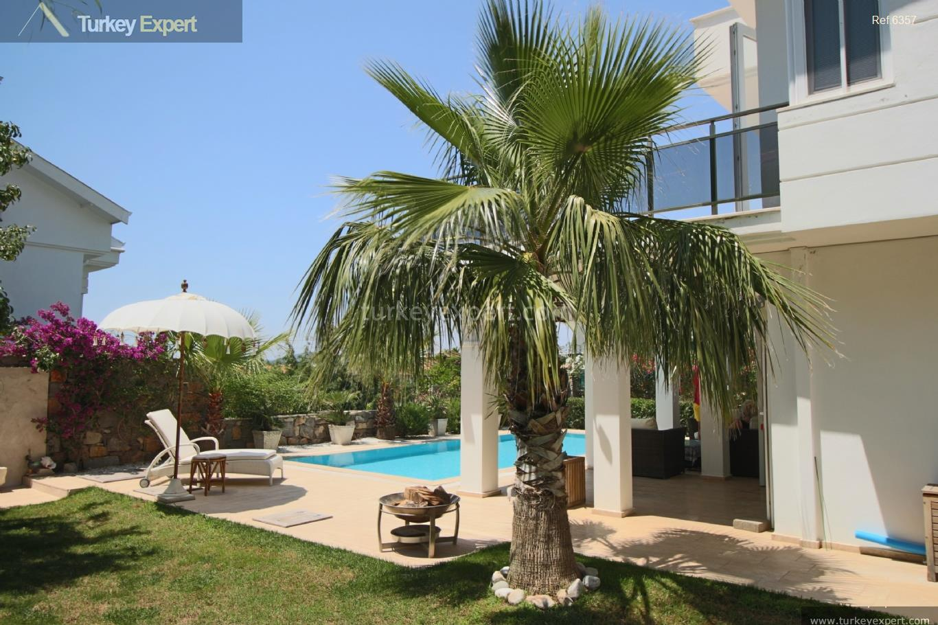 exclusive villa with swimming pool10