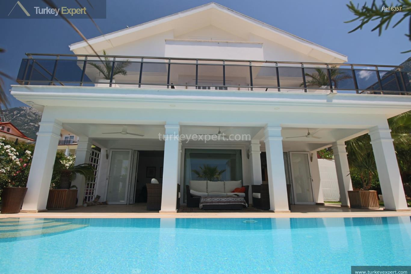 exclusive villa with swimming pool101