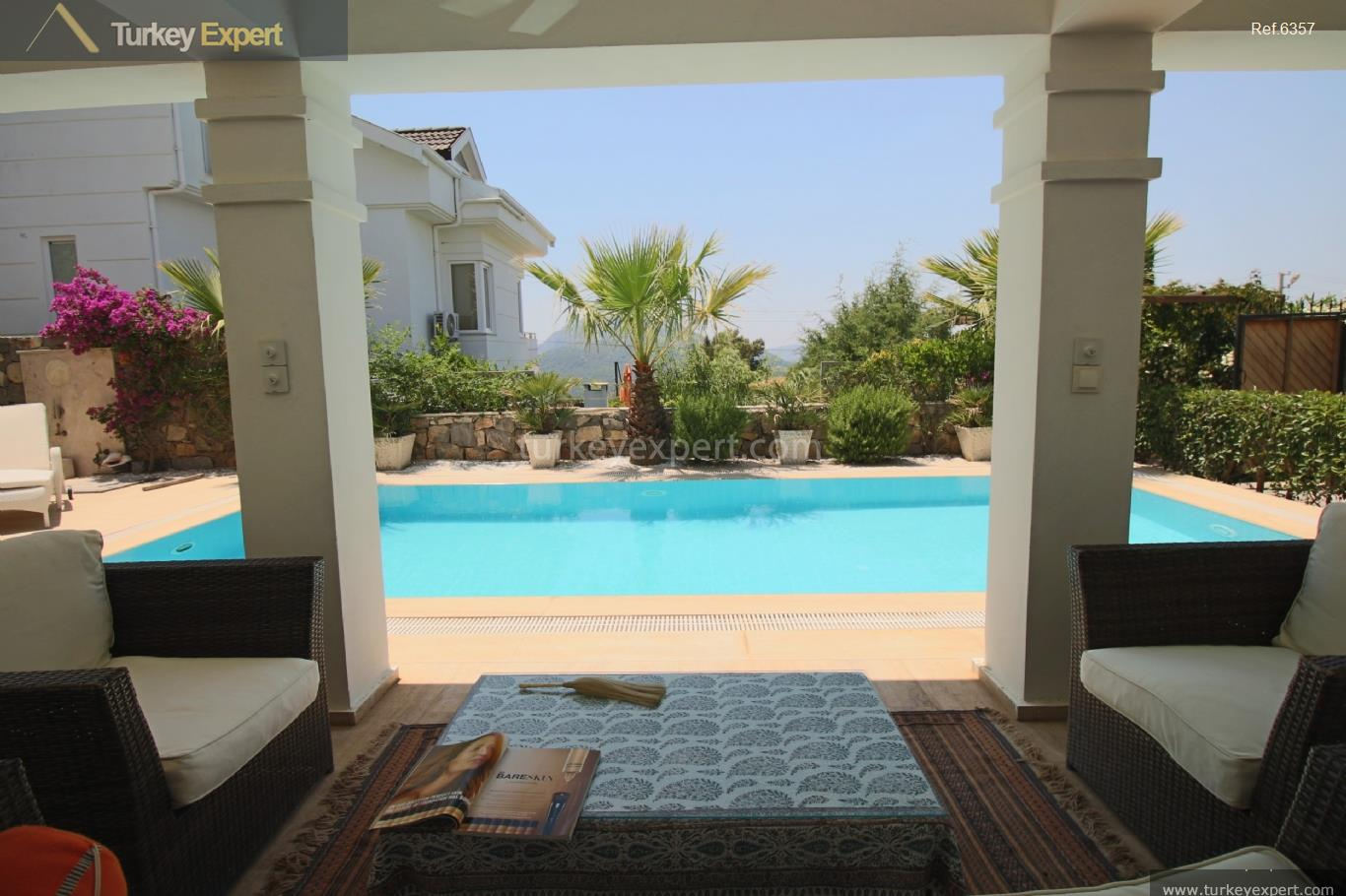 exclusive villa with swimming pool11