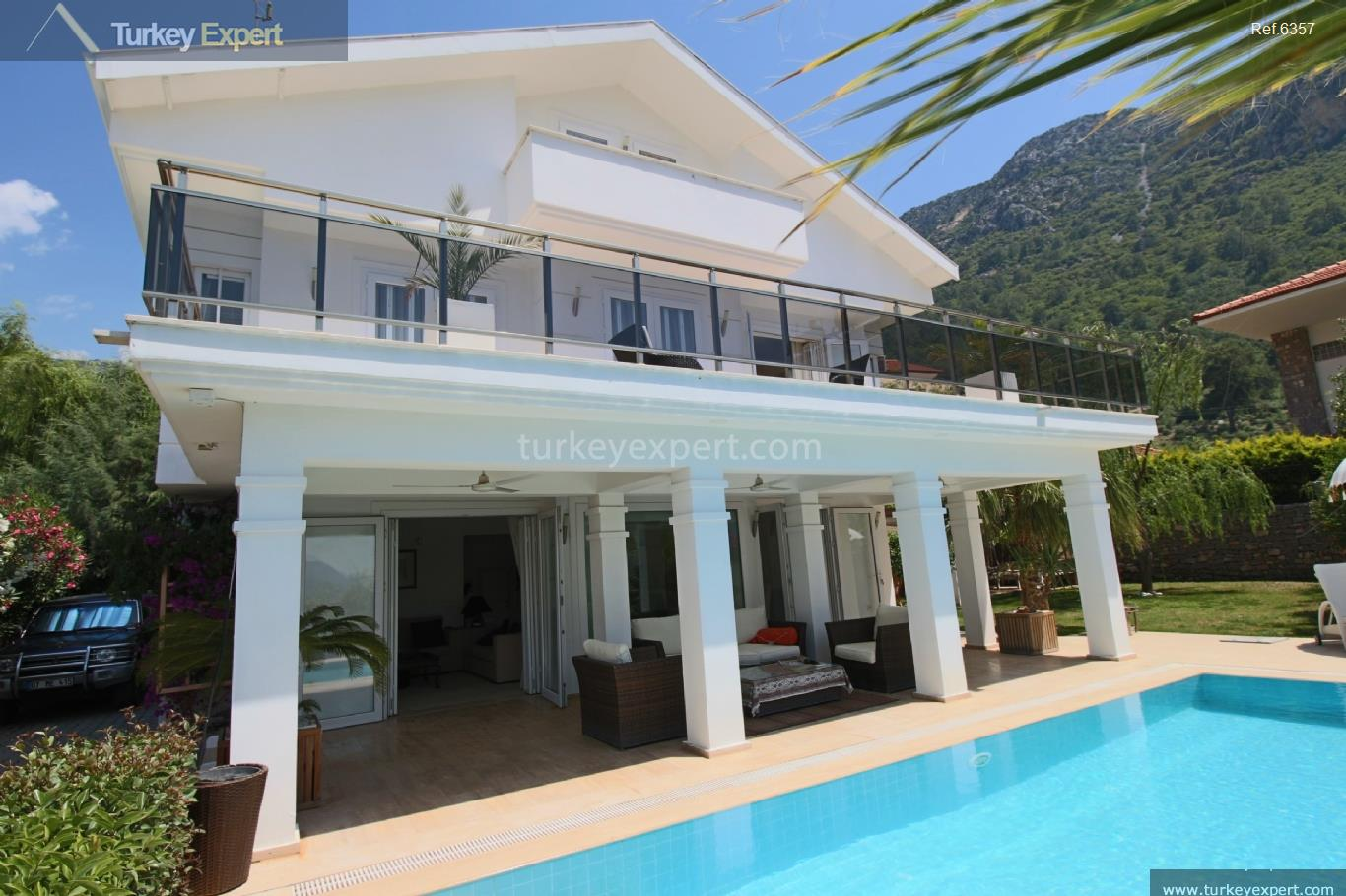 exclusive villa with swimming pool112