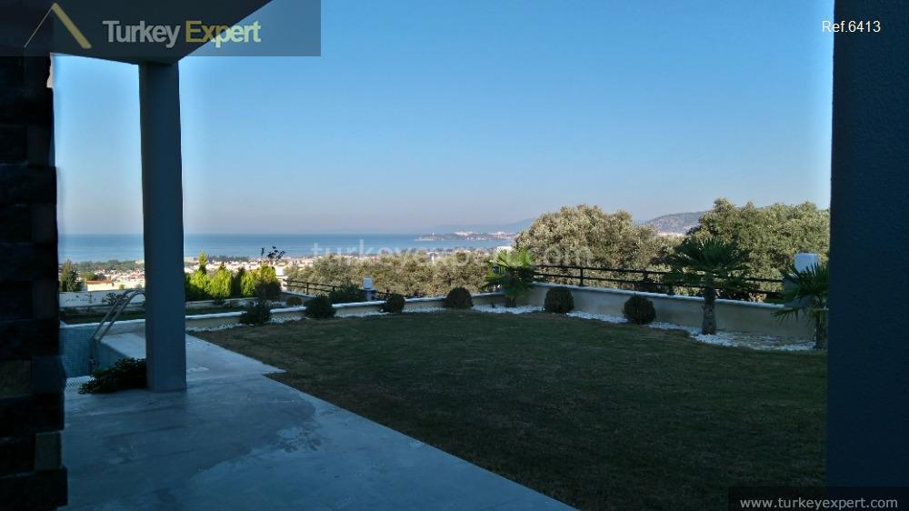 detached sea view villa with37