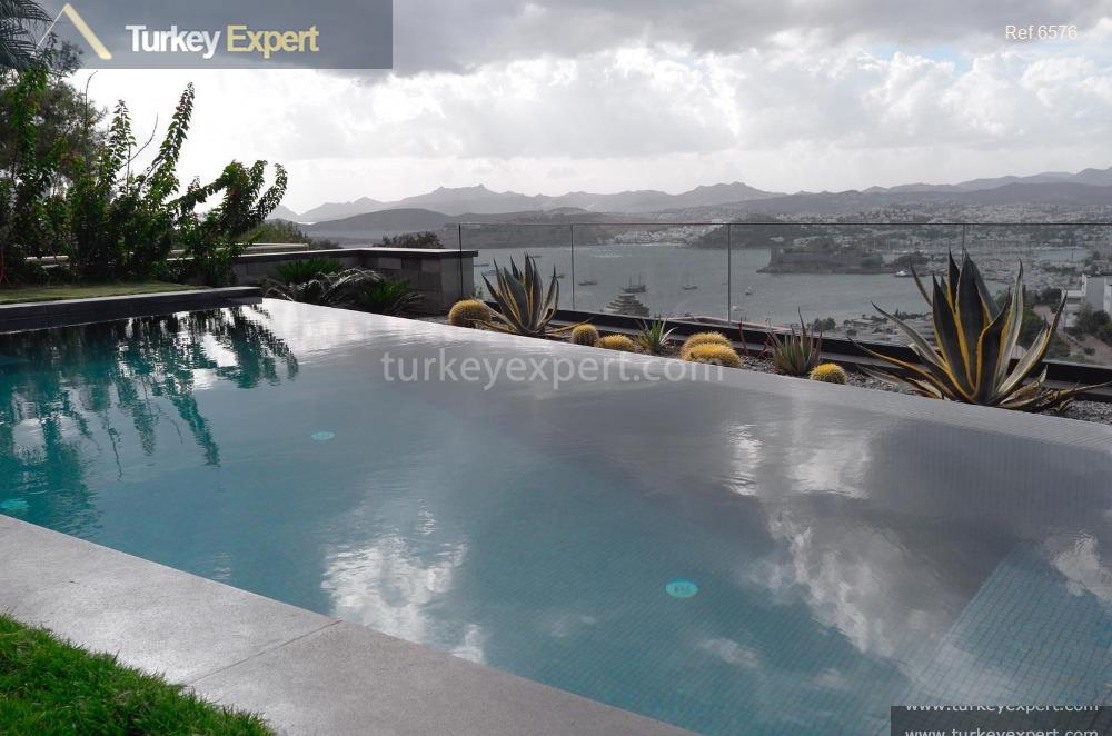 large independent villa with sea1