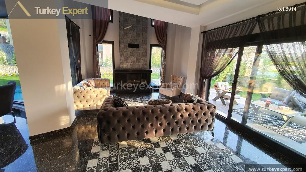 _fi_very luxurious detached villa with36
