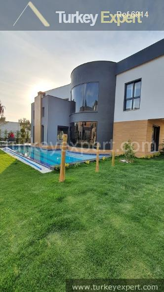 very luxurious detached villa with14