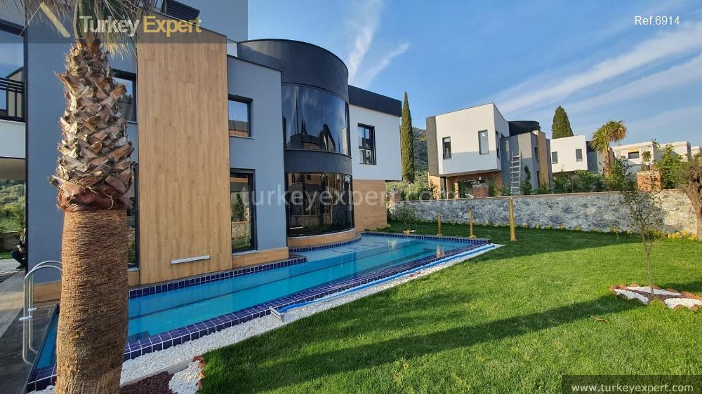very luxurious detached villa with16