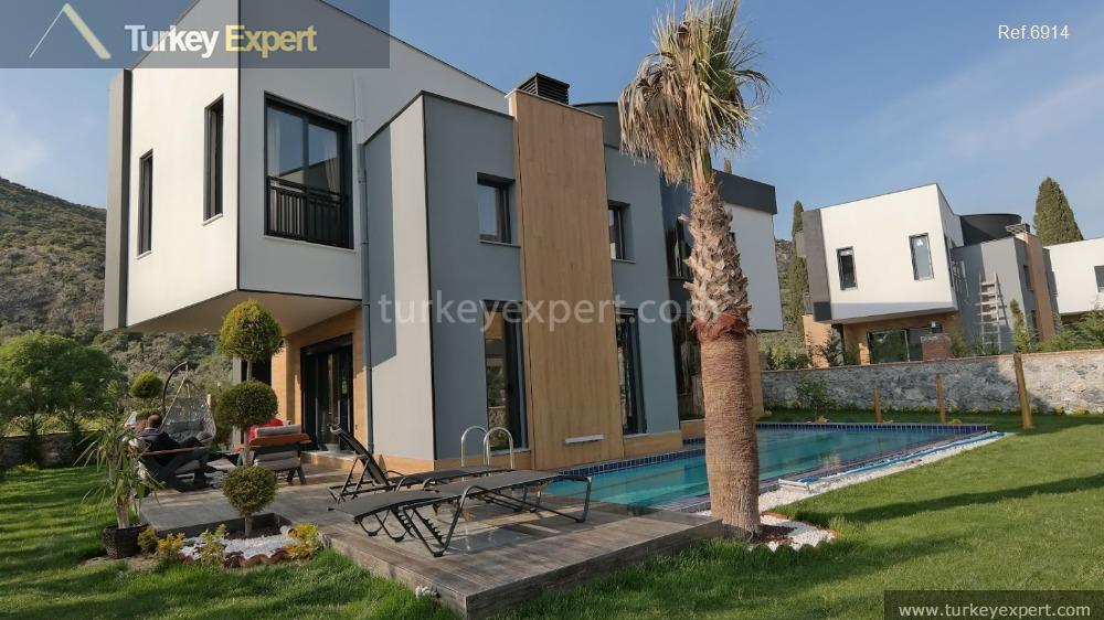 very luxurious detached villa with3