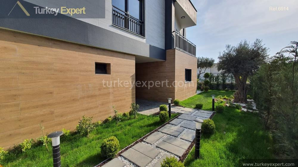 very luxurious detached villa with7
