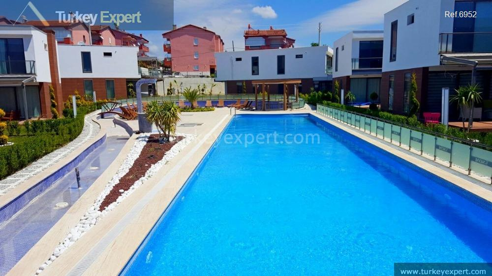 modern detached villa with private7
