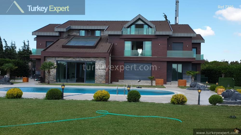 1luxurious villa for sale in3