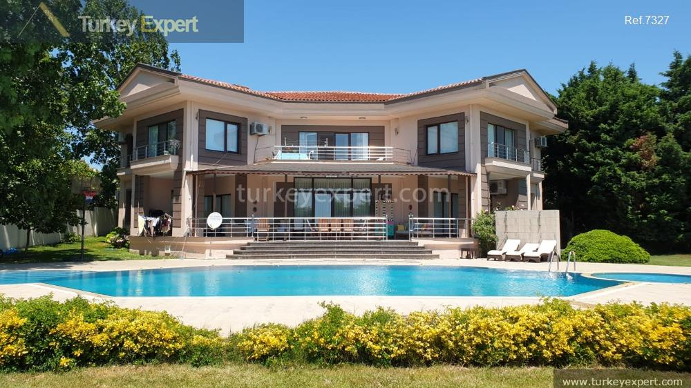 1large detached villa with sea2