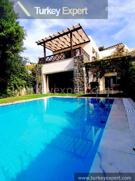 luxurious villa with garden pool4