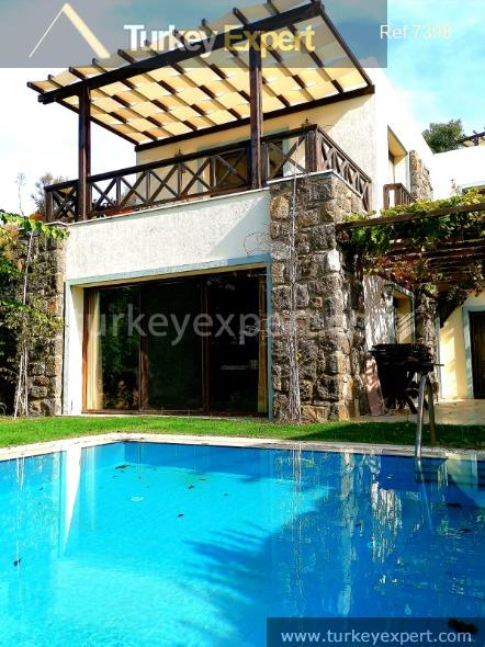 luxurious villa with garden pool8
